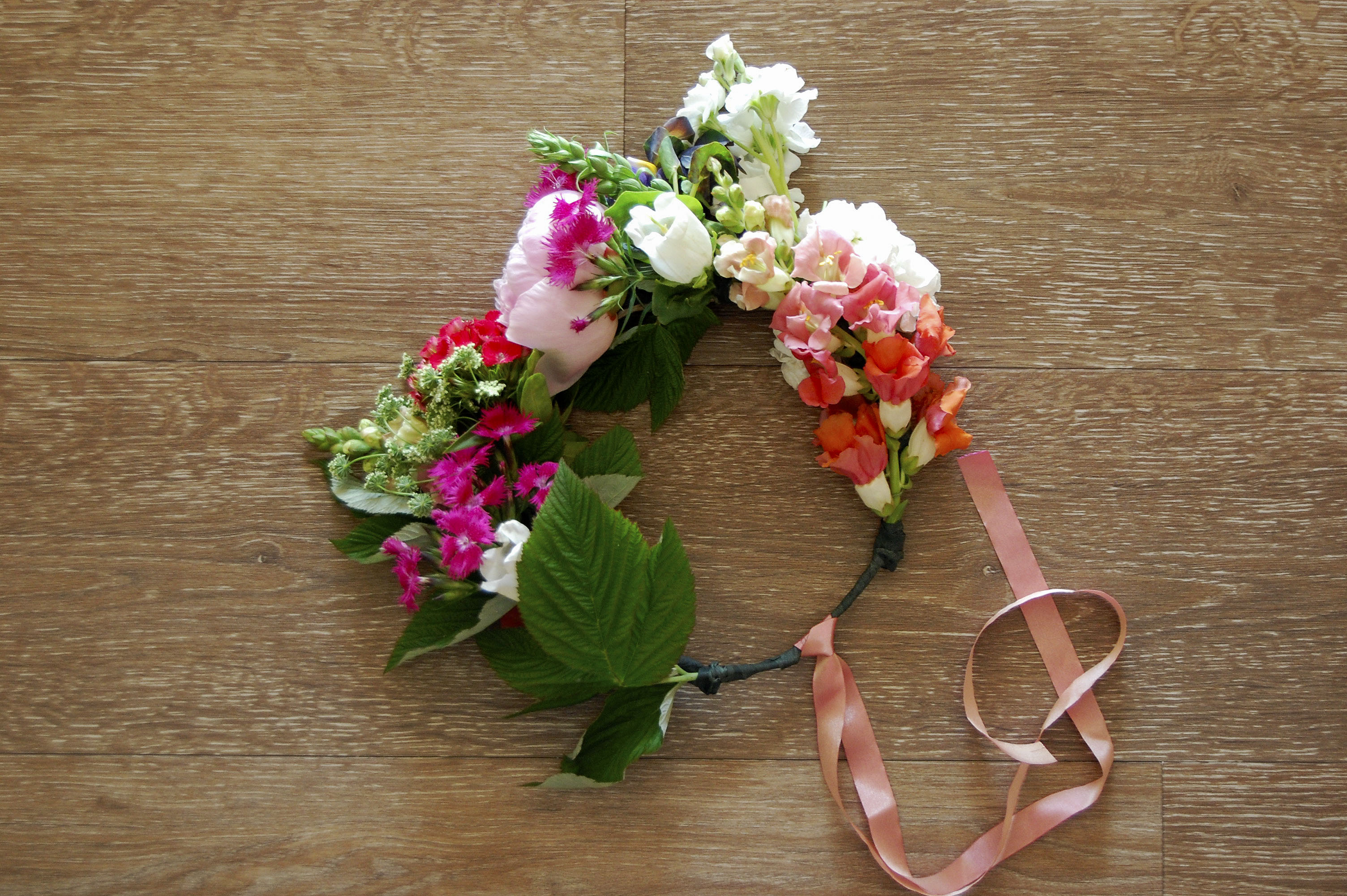 how to make a floral crown with real flowers