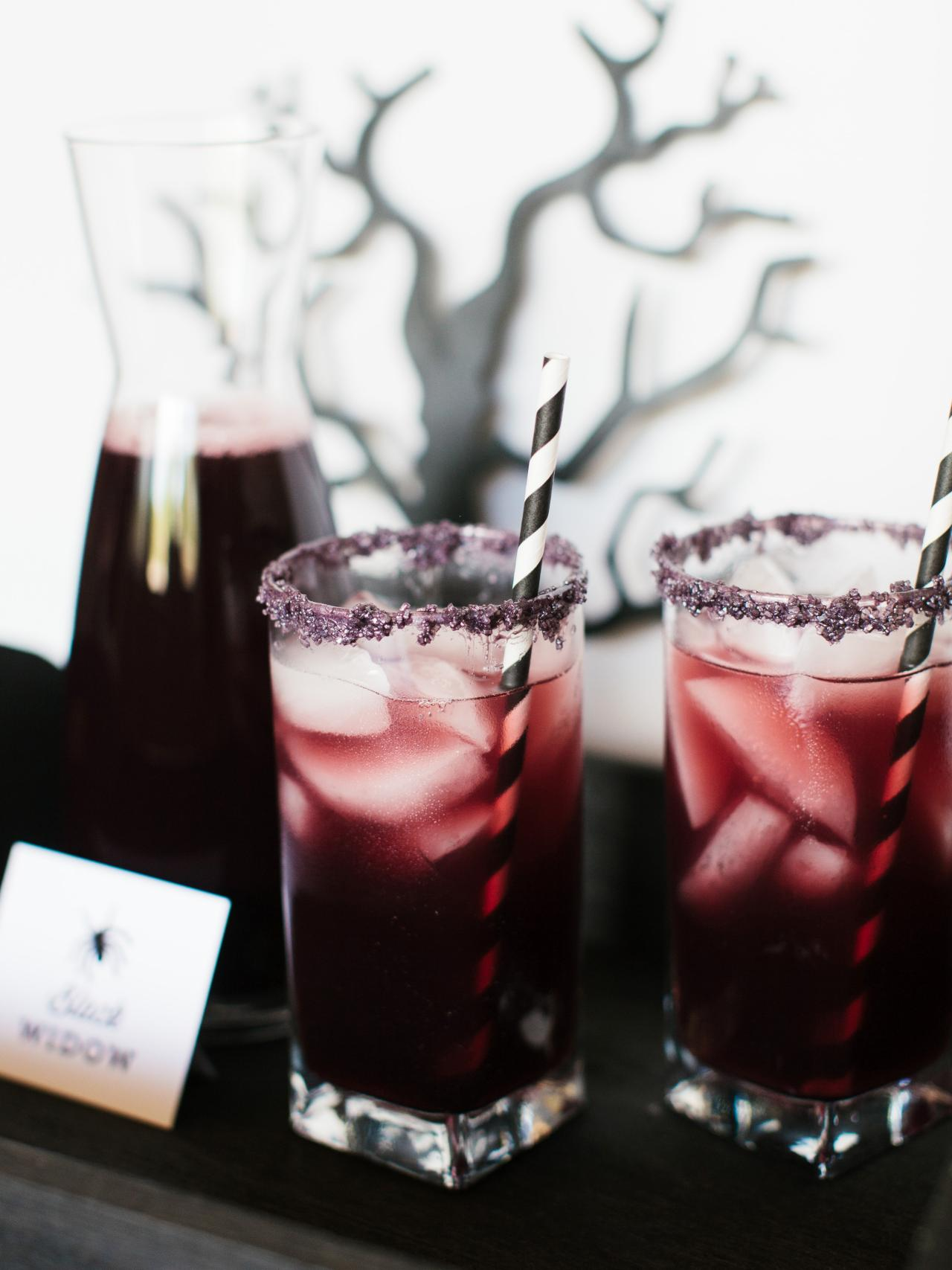 Pinterest picks 8 eerie halloween cocktails for Halloween punch recipes with vodka