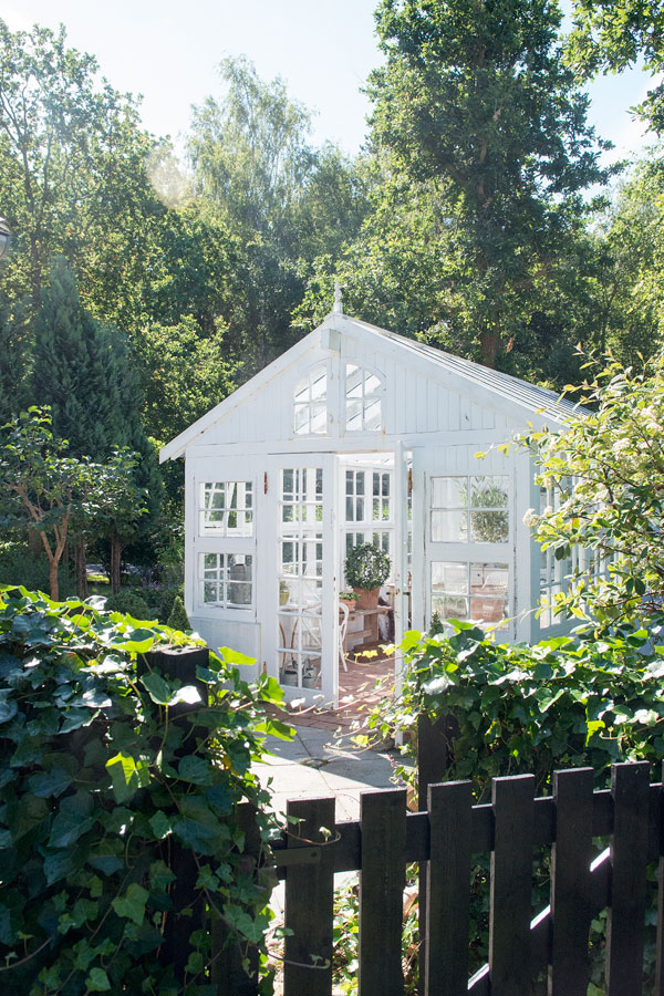 Pinterest picks greenhouse inspiration style and cheek for Bhg greenhouse